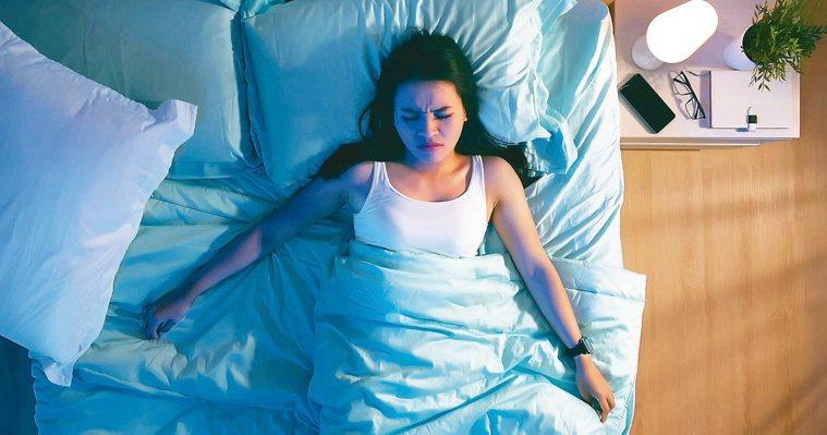 發生睡眠癱瘓症的原因,多與壓力大有關。圖╱123RF
