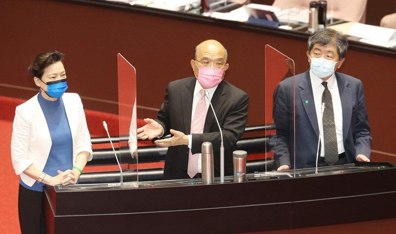 行政院長蘇貞昌(中)昨天赴立院專案報告紓困特別預算,五倍券效益受到各界質疑;藍營也要求蘇貞昌今天重提「3+11」專案報告,朝野砲聲隆隆。記者杜建重/攝影