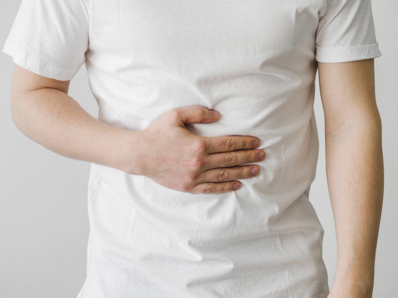 中秋連假吃太多高油、高糖食物,加上運動變少,導致胃食道逆流 圖/freepik