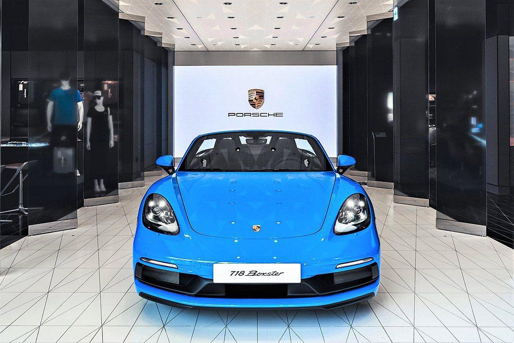 新竹保時捷都會概念店特別展出一部限量周年紀念的Porsche 718 Boxst...