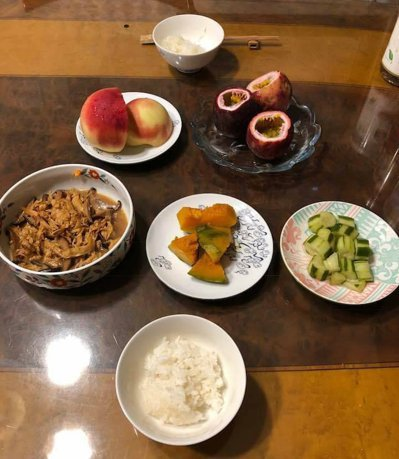 感謝太太每日費心準備早餐,營養均衡色彩豐富,配上一碗香噴噴的白米飯,穩定血糖又耐...