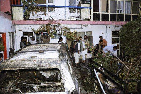 在阿富汗美軍撤軍期間,ISIS-K以自殺炸彈攻擊喀布爾機場,造成13名美軍、近百...