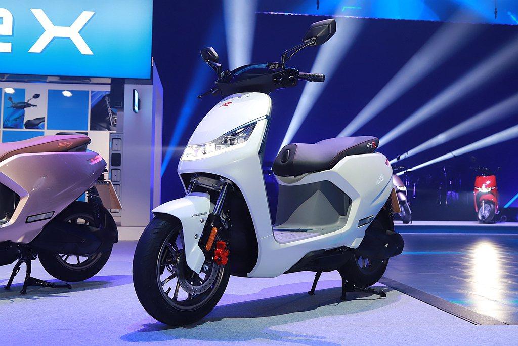 KYMCO旗下電動機車如時尚出行的i-One、重機運動街跑S7陸續上市後,許多年...