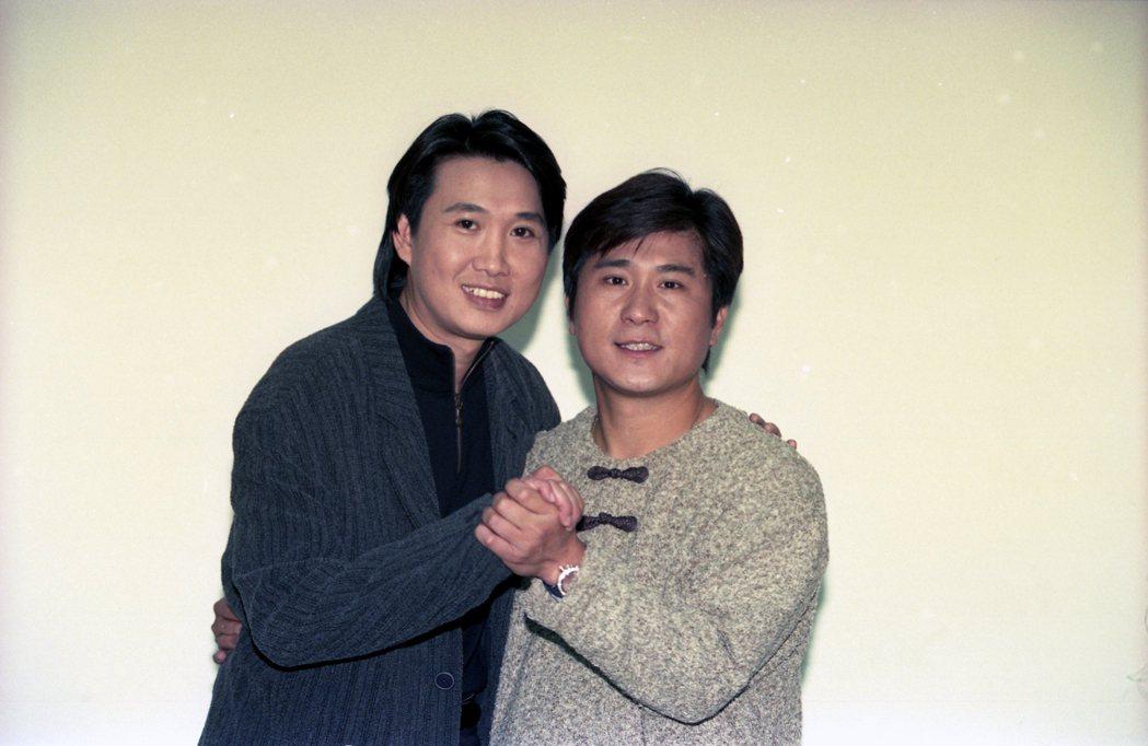 1995年華視「金曲龍虎榜」錄影情形。圖為當年的周治平(左)與胡瓜(右)。 圖/聯合報系資料照