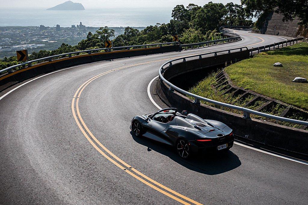 McLaren首創全球唯一前擋版本McLaren Elva,整體車重僅增加約20...