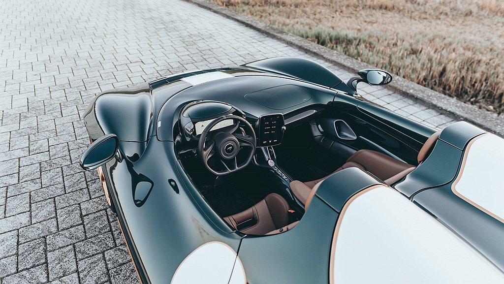 Arbour Green車色完美融入開放式座艙空間,內裝使用Chocolate ...