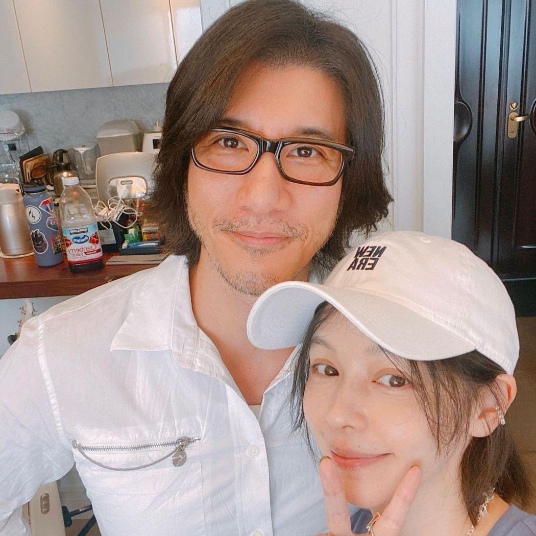 徐若瑄(右)日前親自下廚替王力宏接風,卻違反防疫規範。圖/擷自Instagram