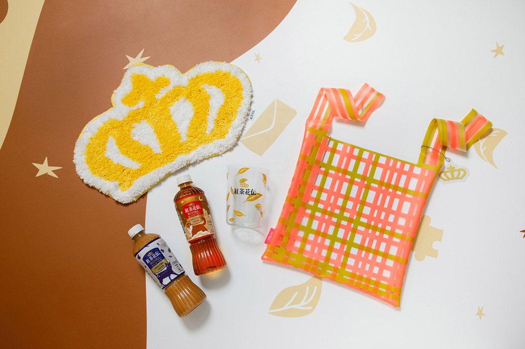 紅茶花伝療癒系大禮包,包含透明提袋、冷水杯、萬用墊。可口可樂公司/提供