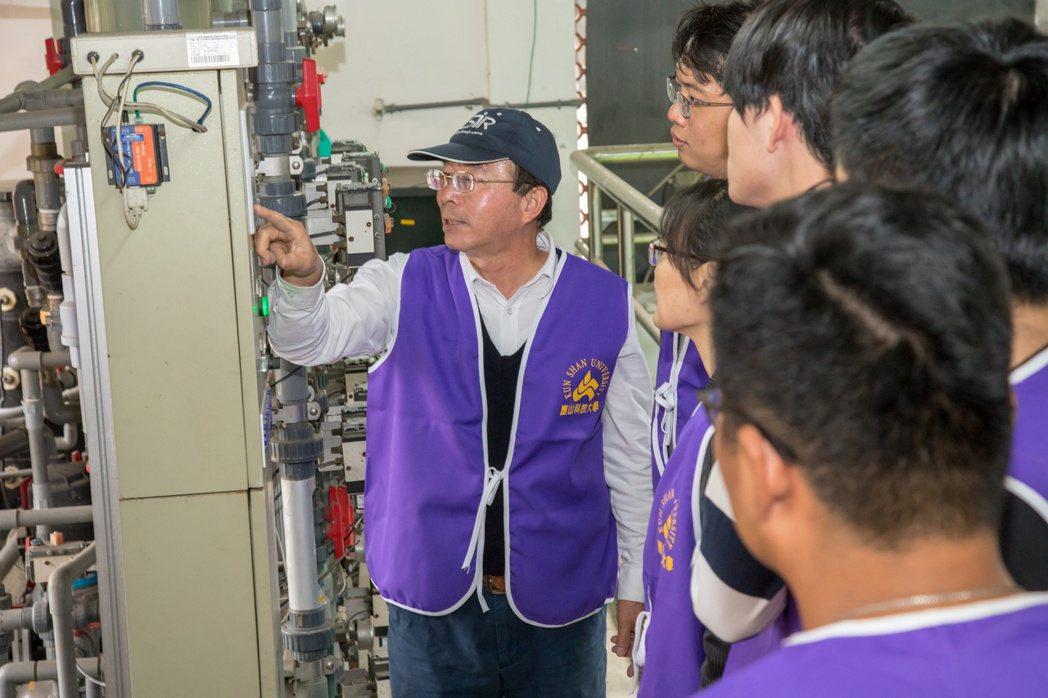 崑大環工系就學期間即安排完整之技術訓練與輔導,讓學生能順利接軌業界。 崑山科大/...