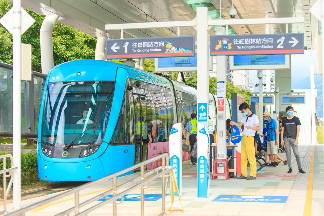 新市二丁目散步500米即可到達輕軌濱海沙崙站,輕鬆接軌雙北各大商圈景點。