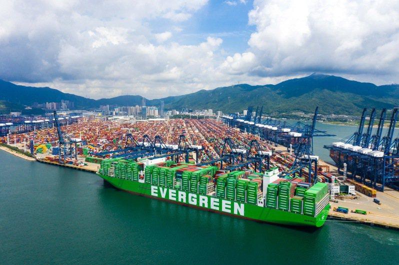 長榮海運規模最大的2.4萬TEU的超級貨櫃輪「長範(Ever Ace)」長榮海運/提供
