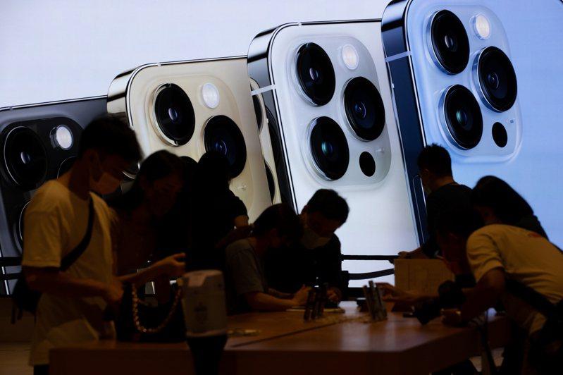 蘋果iPhone 13系列新機開賣。 記者季相儒/攝影
