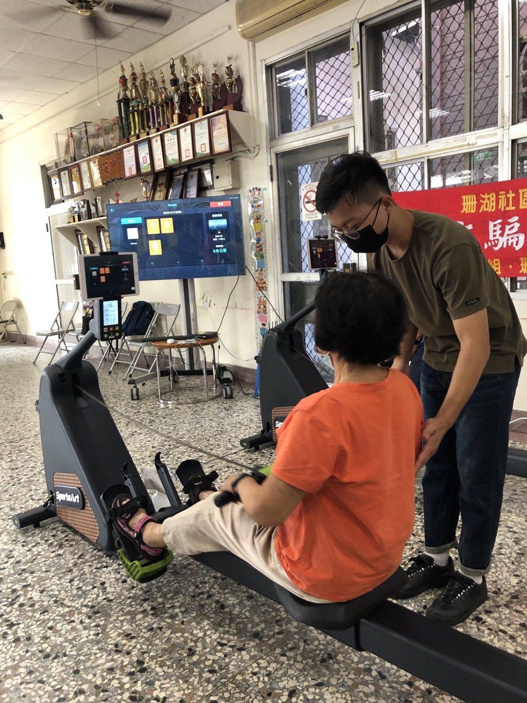 清華大學運動科學系表示,團隊以銀髮族為主要客群,選定宇康醫電提出的「智能科技訓練...