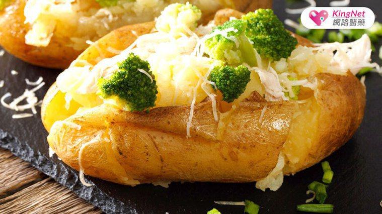 美國糖尿病學會(ADA)提供「烤紅地瓜蔬菜」食譜,專屬糖尿病患者食用。圖/Kin...