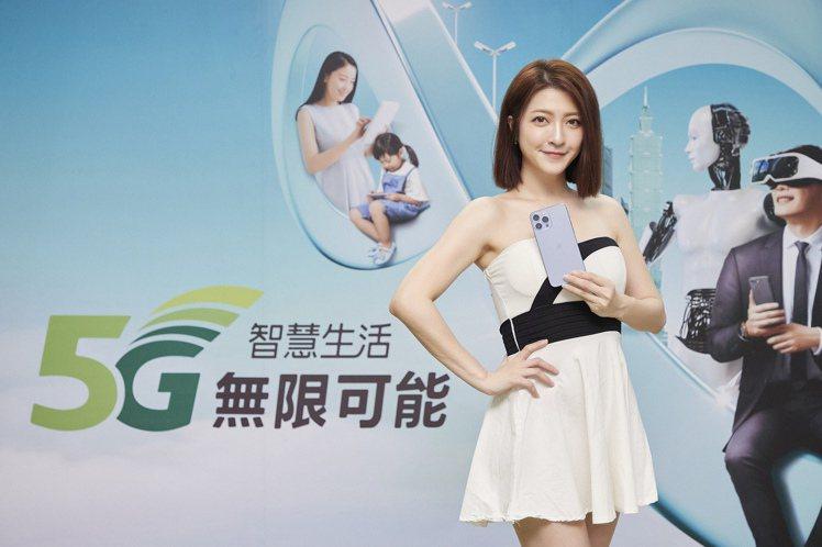 亞太電信今天(9月24日)於Gt智慧生活台北三創門市舉辦「全民舞吉搶新iPhon...