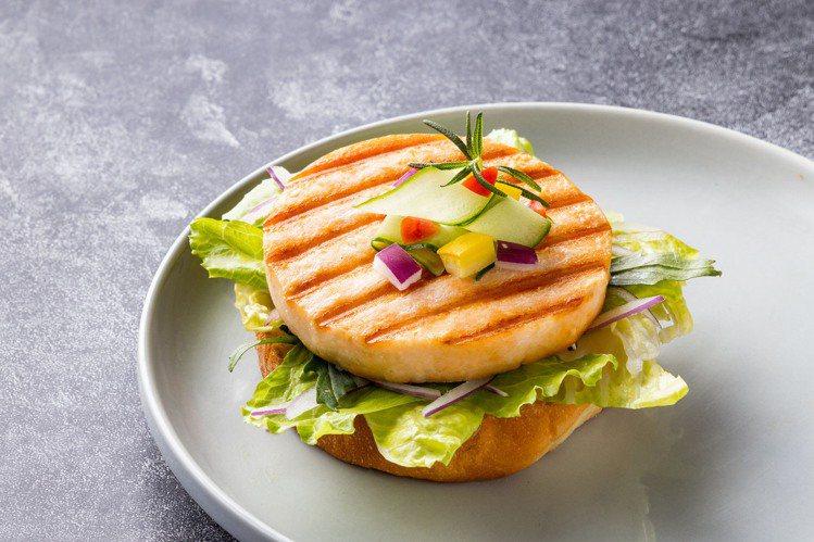開袋即食的「美威香烤鮭魚排」,乃是美威鮭魚的人氣商品之一。圖/美威鮭魚提供