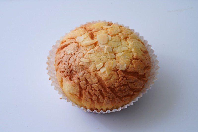 菠蘿奶酥麵包成品。圖/采實文化 提供