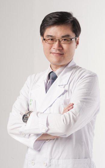 臺灣皮膚科醫學會理事長朱家瑜提醒,異位性皮膚炎患者需長期追蹤。圖╱朱家瑜提供