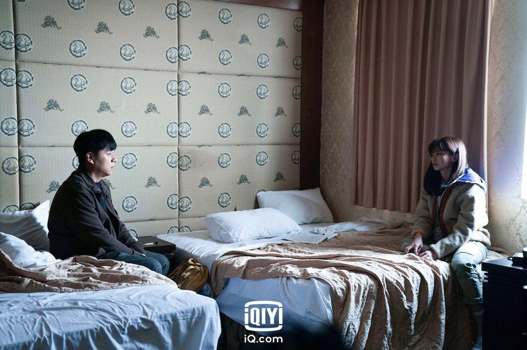 鄭人碩(左)和陳姸霏演父女。圖/愛奇藝國際站提供