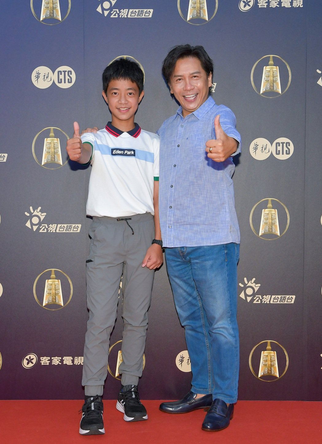 許傑輝(右)、李奕樵入圍金鐘戲劇節目男主角獎,老將新兵同比讚。圖/公視提供