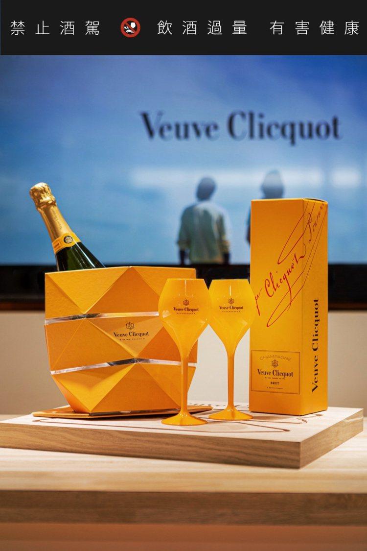 現場購買2瓶凱歌皇牌香檳,可獲得二只凱歌球型香檳杯,及一個摺疊紙冰桶。圖/酩悅軒...