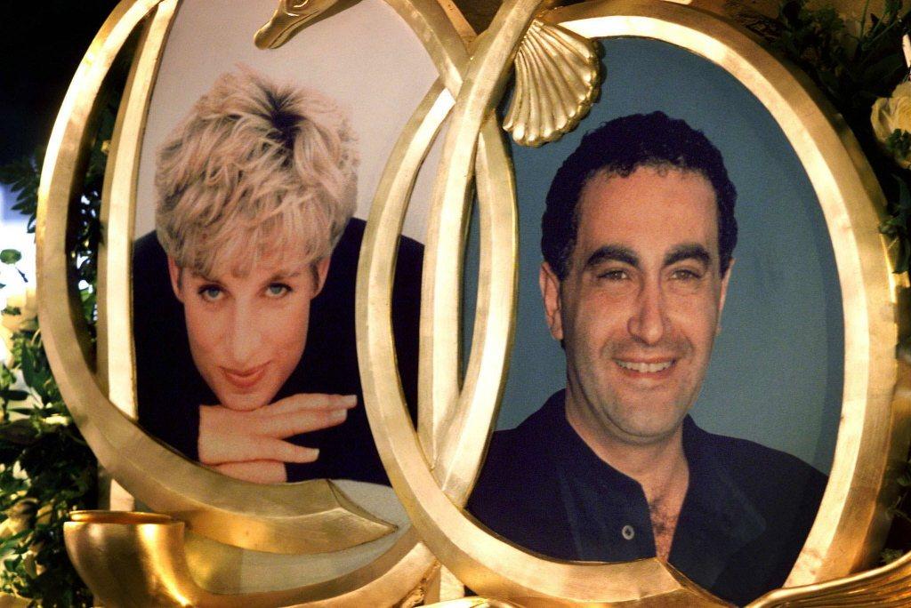 黛安娜與多迪法伊德的照片陳列在哈洛德百貨,供人憑弔。(路透資料照片)
