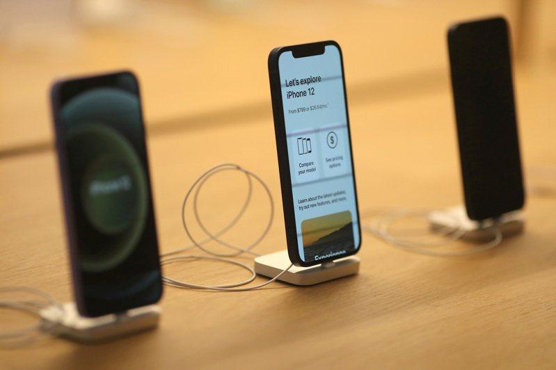 歐盟擬強制要求電子裝置內建Type-C,恐迫使iPhone重新設計。(路透)