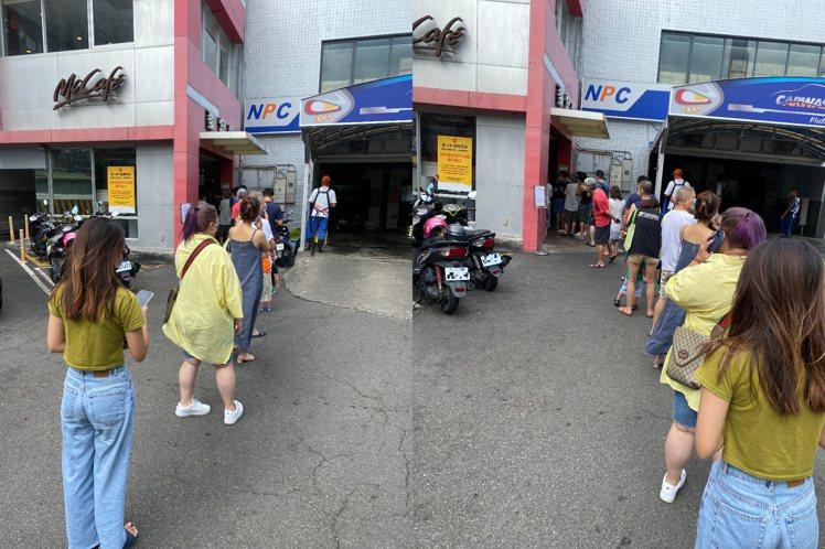 麥當勞台北重慶店今(25日)9:48分現況。圖/讀者提供