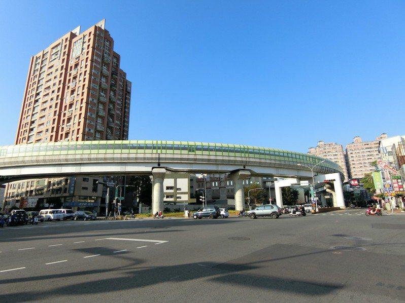 根據最新實價登錄資料,台中市北屯區今年前八月的預售住宅大樓成交均價達每坪31.8萬元,與成屋相比價差幅度39.5%,每坪差距達9萬元。圖/台灣房屋集團趨勢中心提供