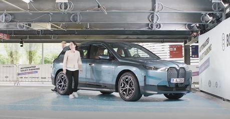 影/未來科技展現 BMW iX會自己泊車充電還會自己洗車!