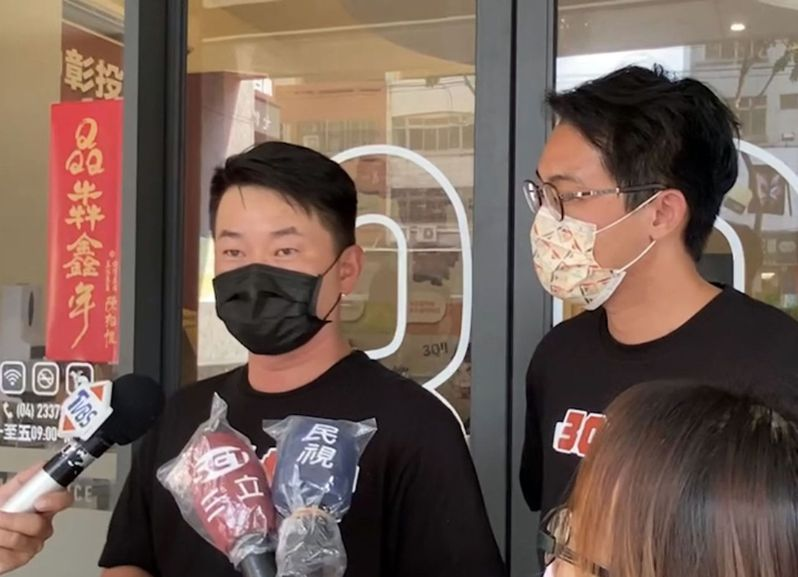 刪Q總部昨召開記者會,指控志工遭到威脅,前立委顏寬恒也出席。基進黨反駁子虛烏有,陳柏惟(左)說「顏寬恒連呼吸都聞到罷免」。圖/陳柏惟提供