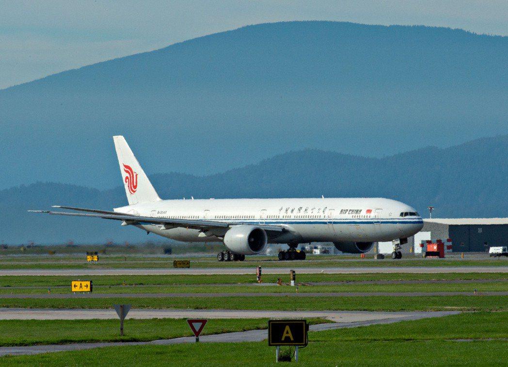 孟晚舟在加拿大溫哥華當地時間9月24日搭乘中國政府為她準備的包機返回大陸深圳。(...