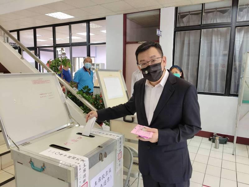 國民黨黨主席選舉今天投票,新竹市黨部主委、議長許修睿今天早上10點投票。圖/國民黨新竹市黨部提供