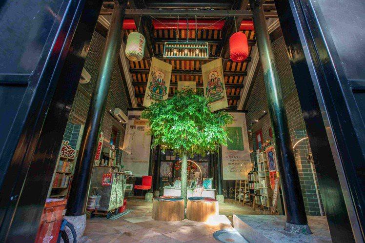 油麻地書院未曾祭祀,橫樑保持良好未燻黑。圖/港旅局提供