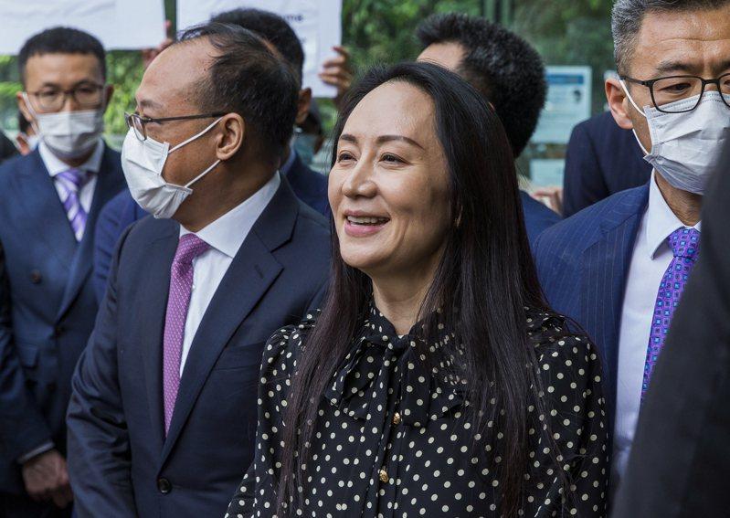 華為前財務長孟晚舟(中間)與美方達成緩起訴協議,已獲釋離開加拿大並返回中國。歐新社