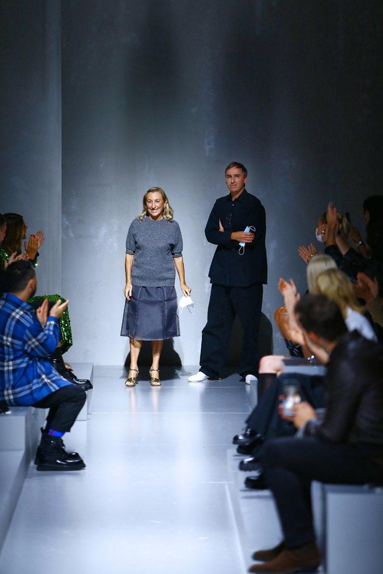 PRADA 2022春夏女裝系列由聯合創意總監Miuccia Prada(左)與...