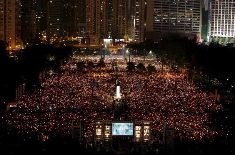 圖為2009年6月4日支聯會在香港維多利亞公園舉行悼念「六四」天安門事件燭光晚會...