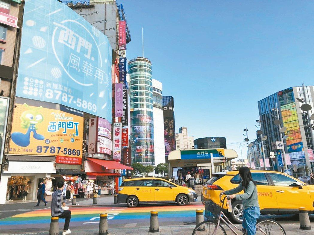以觀光客為主的西門町商圈,區域房價相對親民,躍居熱門捷運商圈第一名。(本報系資料...