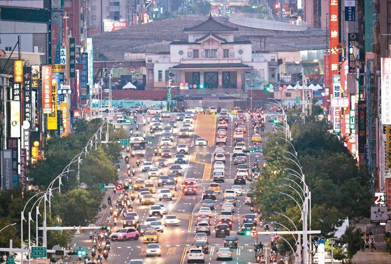 建於一九四一年的高雄車站,重新移回中山、博愛路的城市中軸線上,未來將成為高雄的新地標。記者劉學聖/攝影