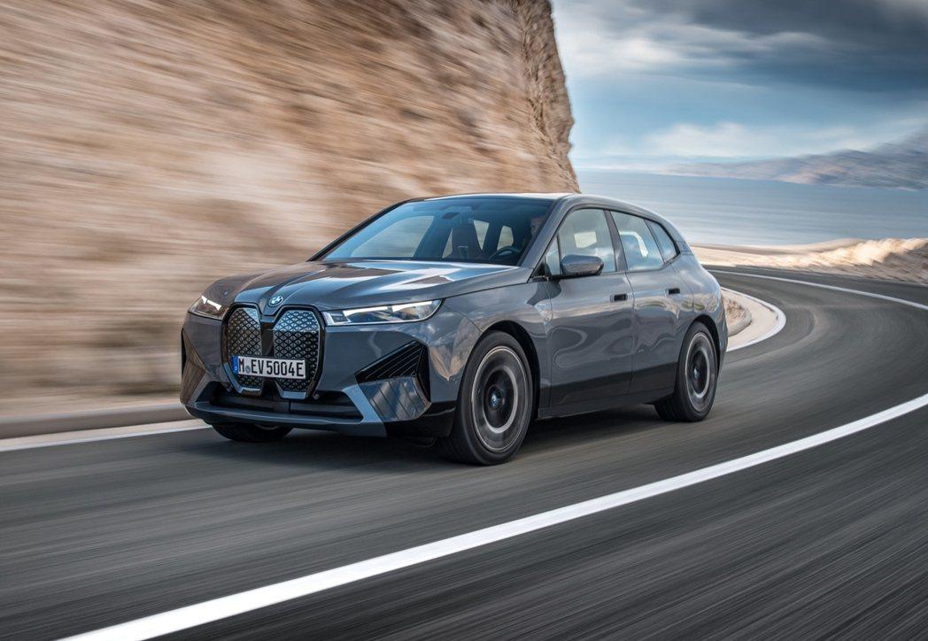 BMW將經典性能車的迷人排氣聲浪與科技完美揉合,將熱血聲浪轉化為BMW Icon...