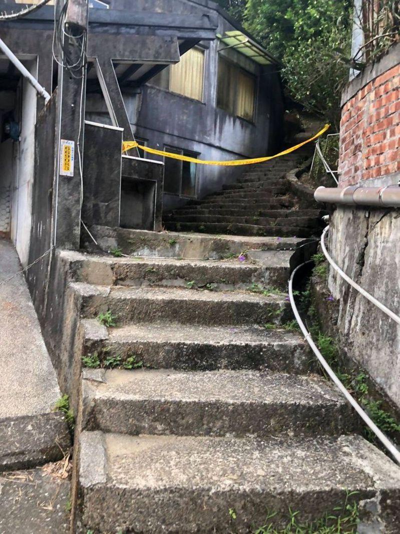 瑞芳公共論壇緊急通報,三貂嶺瀑布步道因有虎頭蜂攻擊遊客全線封閉。圖/取自瑞芳公共論壇
