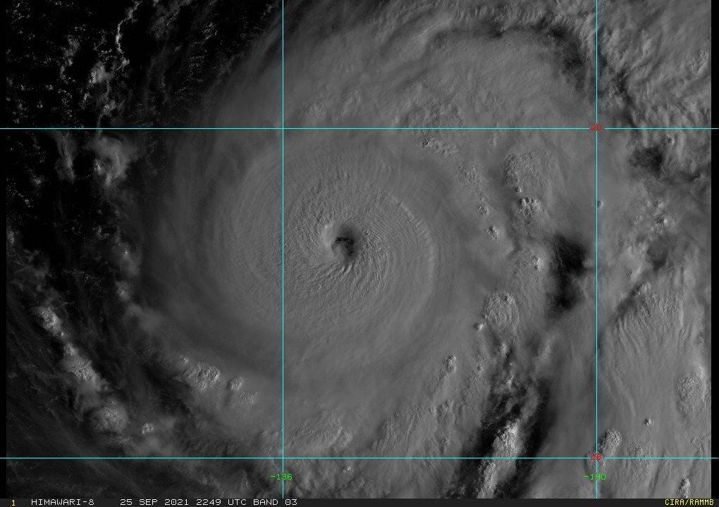 蒲公英颱風強度昨天明顯增強,現在結構已經很扎實完整。圖/取自RAMMB/Hima...