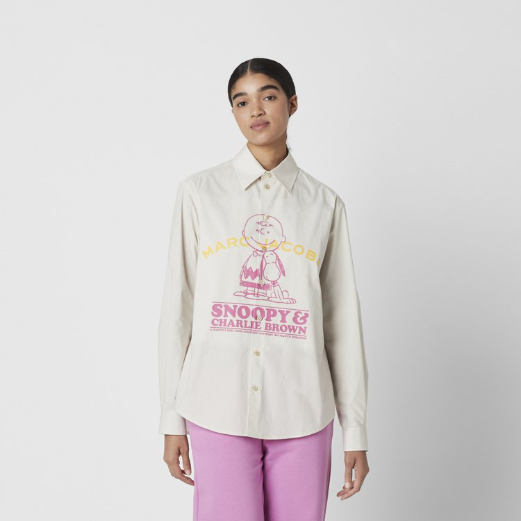 The peanuts牛奶白查理布朗圖案和標語襯衫,14,900元。圖/Marc...