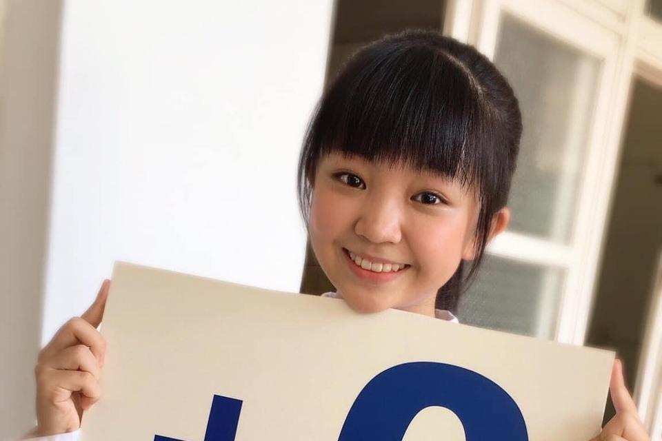 疫情趨緩,本土案例26日再「+0」,13歲童星吳以涵近期演出夯劇「俗女養成記2」中的「小嘉玲」受歡迎,符合「+0」回來了,她開心舉牌見到本土零確診,並透露自己打了BNT疫苗,副作用也是「0」。 最近...