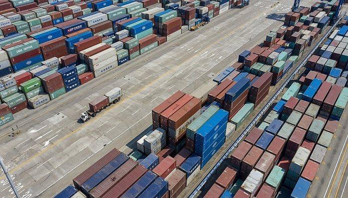 大陸交通運輸部發言人孫文劍26日表示,鼓勵貨櫃業主和航運企業簽訂長期合約。(圖/...