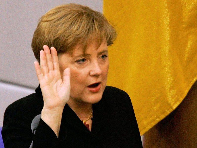 2005年,德國首位女總理梅克爾宣誓就職。(路透)