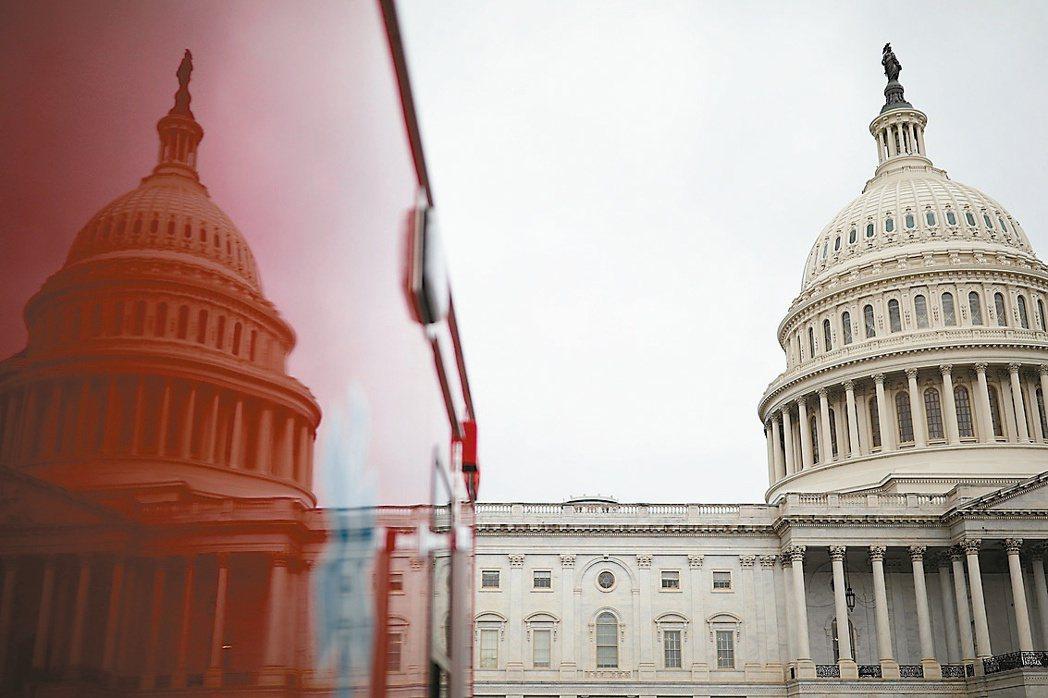 美國民主黨設法在本周五通過短期支出與新的舉債上限案,避免聯邦政府關門。圖為美國國...