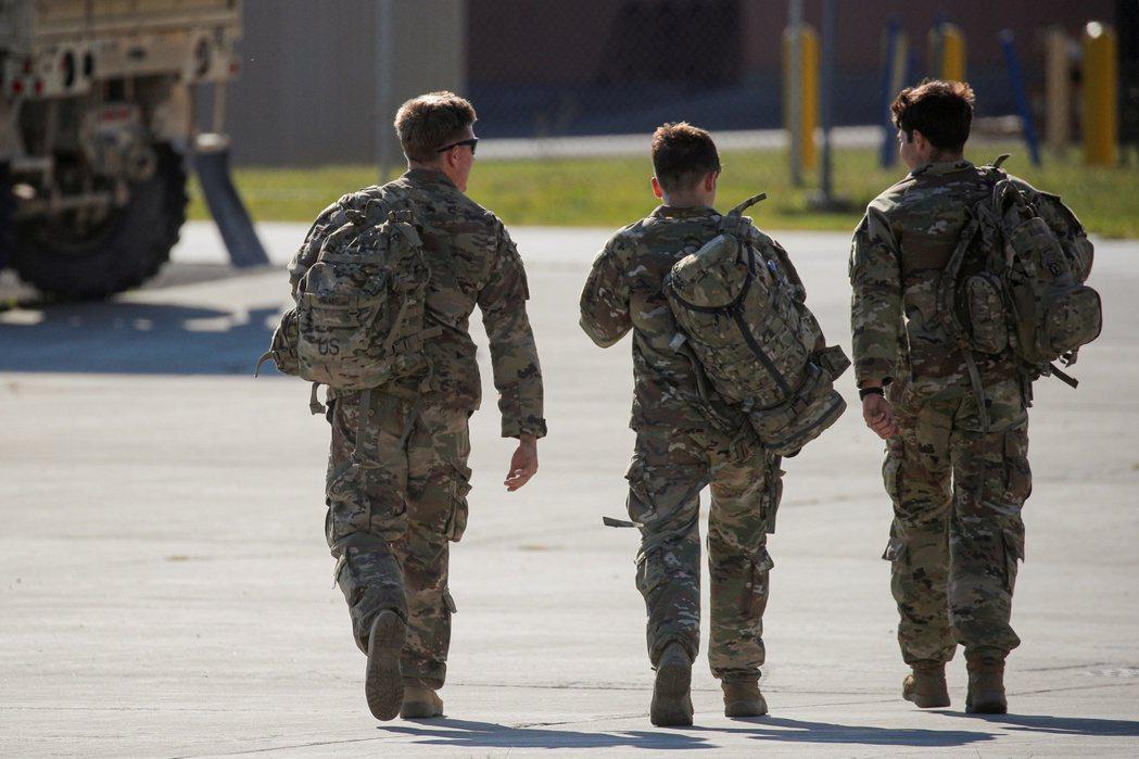 2021年拜登上任,表示美國將遵守承諾,撤出美國所有部隊。8月31日,美軍完全撤離後,塔利班也迅速攻佔全國,阿富汗總統賈尼逃離阿富汗,美國協助成立的阿富汗伊斯蘭共和國也宣告瓦解。  圖/路透社
