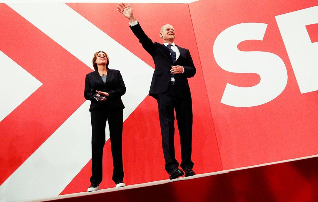 「許多選民轉向支持社民黨,這是因為德國希望我們主導政府變天,並期待蕭茲我能成為這...