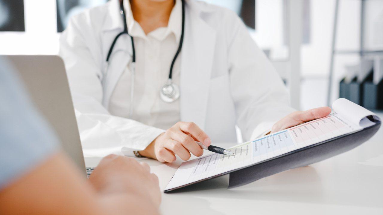 預防職業病健康檢查費用會由勞保局依全民健康保險醫療費用支付標準所列有關項目規定支...